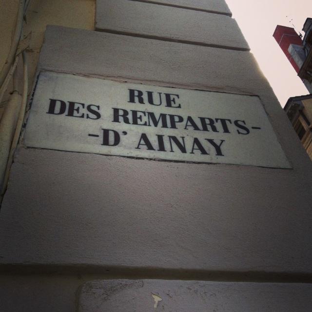 rue-des-remparts-d-ainay-www.jesuislinsolente.com