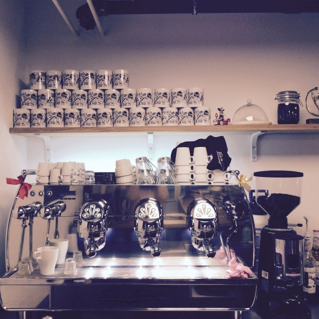 l-anti-cafe-coffee-shop-cafe-coworking-coworkspace-paris-linsolente-1.jpg