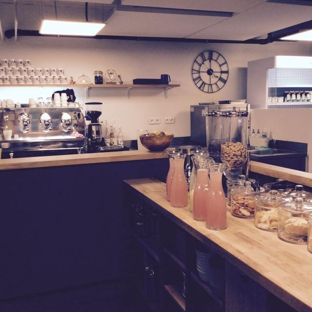 l-anti-cafe-coffee-shop-cafe-coworking-coworkspace-paris-linsolente-2