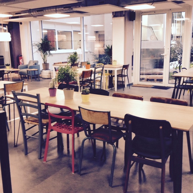 l-anti-cafe-coffee-shop-cafe-coworking-coworkspace-paris-linsolente-3