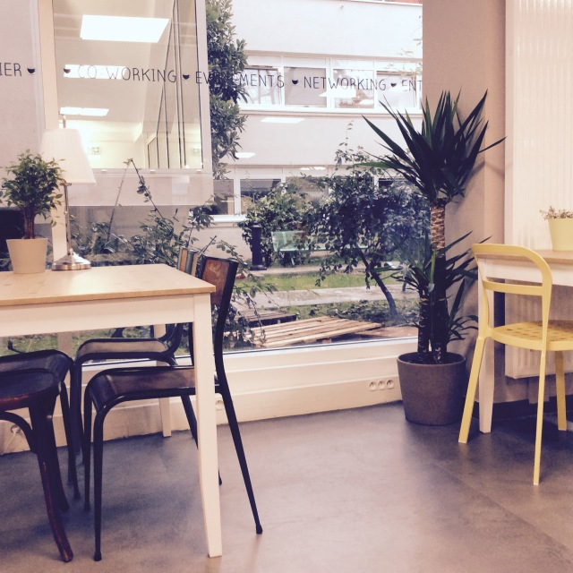 l-anti-cafe-coffee-shop-cafe-coworking-coworkspace-paris-linsolente-4