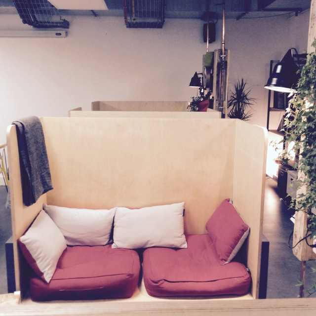 l-anti-cafe-coffee-shop-cafe-coworking-coworkspace-paris-linsolente-7