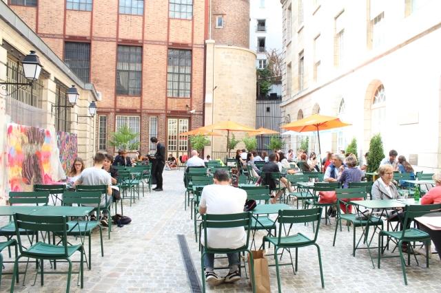 Cafe_Cour_terrasse_ephemere_marais_linsolente_3